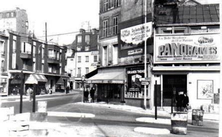 St-Maurice. Angle du quai du Général Leclerc et de la rue du Pont en 1975. Le panneau publicitaire pour un ensemble immobilier est apposé sur la façade du dernier cinéma ayant fonctionné dans la commune (Le Pacific). Un casino se trouvait à cet emplacement au début du vingtième siècle ainsi qu'en témoignent les cartes postales du temps. Coïncidence et ironie du sort, l'ensemble « Panoramis » a été construit sur le site des studios de cinéma de Saint-Maurice qui avaient été regroupés avec ceux de Joinville-le-Pont, à l'autre extrémité de la ville, avant leur disparition... photo © Claude Razanajao