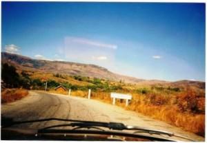A l'entrée d'Antsiafabositra (Madagascar) en 2002