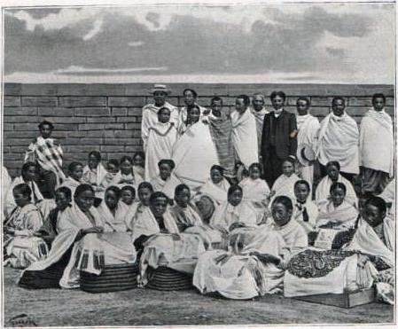 Merina ceints de leur lamba (1908)