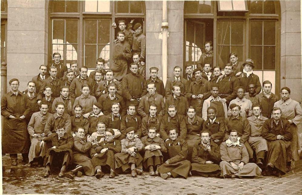 ENVA - Promotion 1933-1934 dans la cour du bâtiment Blin