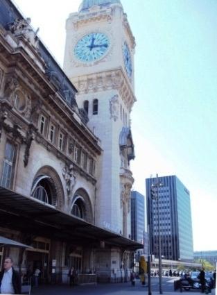 la tour de l'horloge de la gare de Lyon
