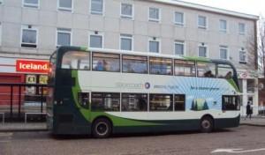 Autobus électrique hybride à Oxford. Photo © Claude Razanajao
