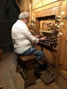 À l'orgue de Meymac (Corrèze) septembre 2018